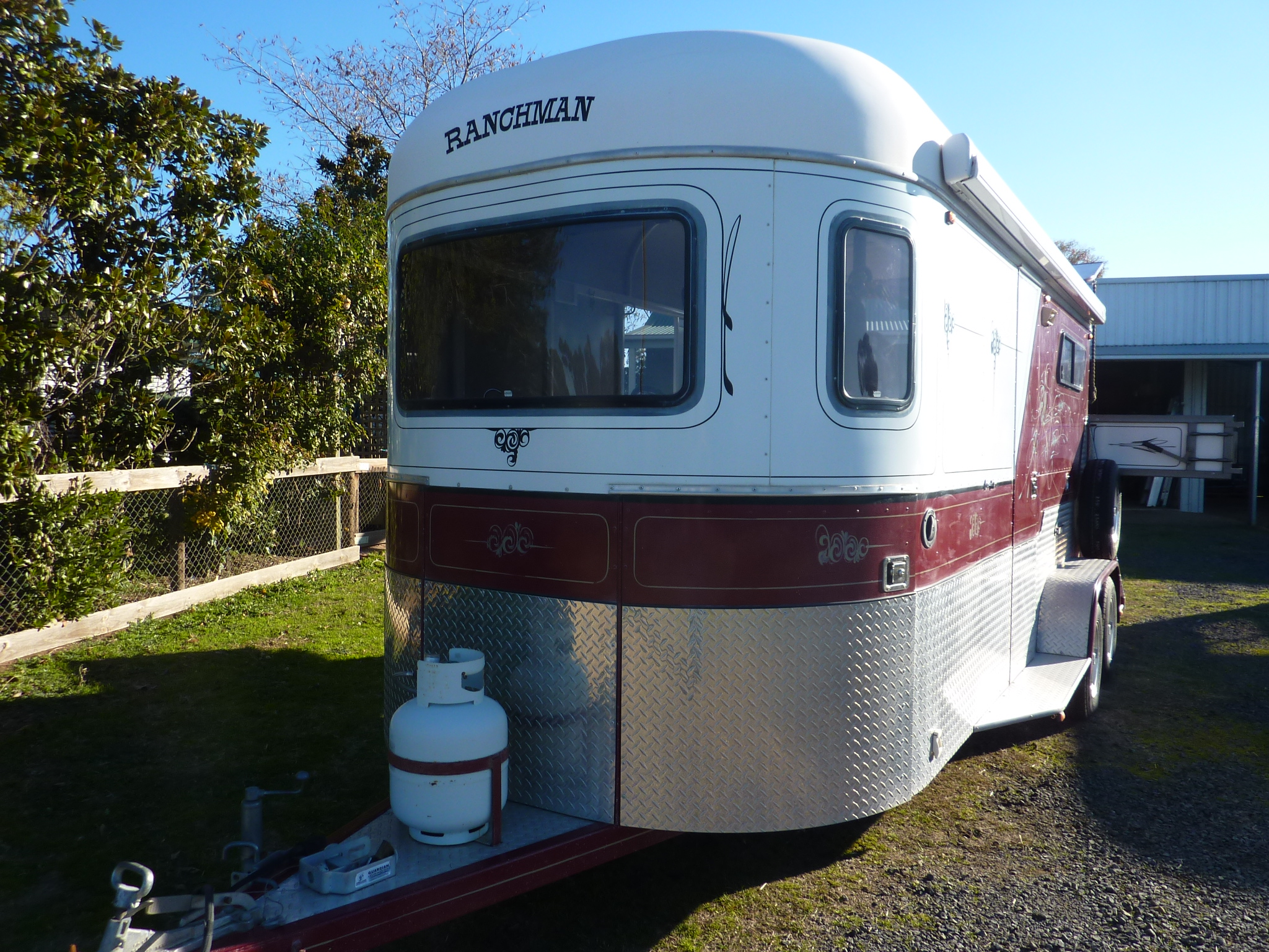 2009 Ranchman 2hsl With Kitchenette Amp Room For Carriage